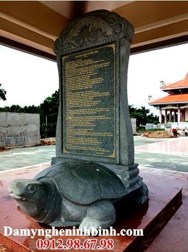 Hình ảnh bia đá ở đền thờ