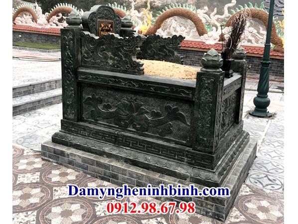 Lăng mộ đá xanh rêu ở Ninh Bình