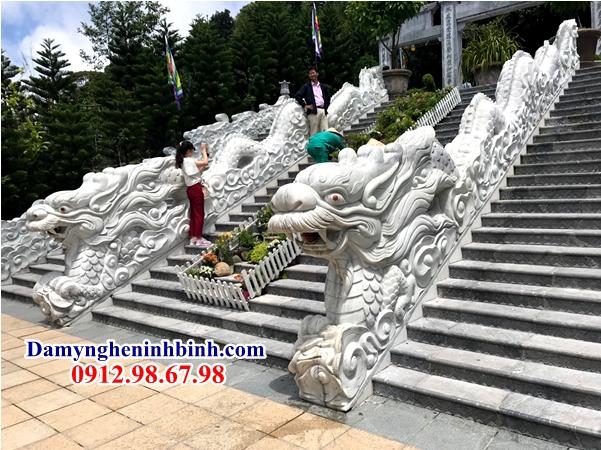 Rồng bậc thềm đá trắng