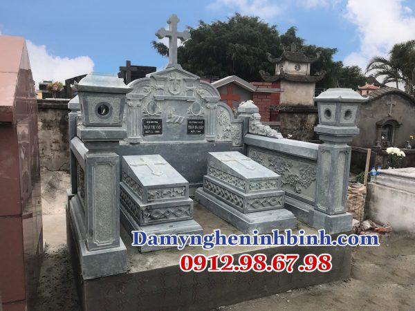 Khu mộ công giáo đá xanh rêu