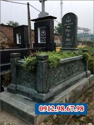 lăng mộ bằng đá xanh đen