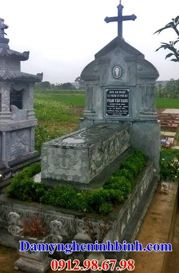 Mộ công giáo đá xanh rêu