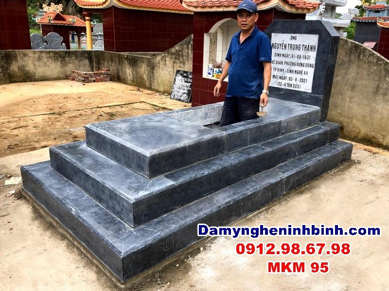 Mộ đá đơn tam cấp tại Sơn La